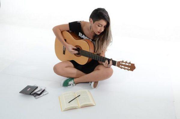 שיר בהזמנה לאישה