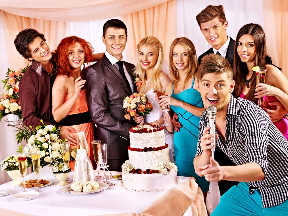 shutterstock 173499572 1 - הכנת סרטון חברים לחתונה בהפתעה לחתן כלה